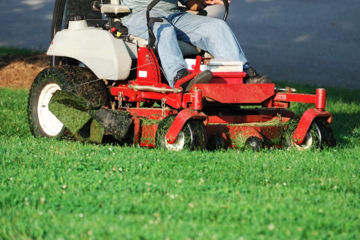טרקטורון מכסחת דשא